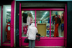 (stuedwards_filmmaker) Tags: streetphotography stuedwards street streetportrait stuartedwards scotland streetscenes shadows sunday scottish atmospheric atmosheric photography people peoplemakeglasgow pushstop characters colourphotography colour color streetscene