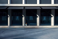 """(series) """"Dots"""" - 3/3 - """"(untitled)"""" - 2019 (Andrea Comino 22:20) Tags: candid unposed windows shadows architecture childern grey blue citylife city urban italy italia milano milan streetphotography street"""