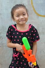 the smiling assassin (the foreign photographer - ฝรั่งถ่) Tags: girl child smiling khlong lard phrao portraits bangkhen bangkok thailand nikon d3200