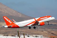 EASYJET A320 G-EZPO (Adrian.Kissane) Tags: 992017 lanzarote gezpo easyjet a320 7243 aeroplane plane airbus jet sky takeoff sunshine sunny airliner aircraft