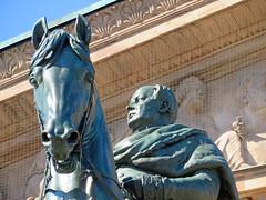 Berlin - Museumsinsel, Alte Nationalgalerie (www.nbfotos.de) Tags: berlin museumsinsel altenationalgalerie statue skulptur sculpture pferd horse