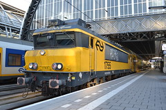 NS 1755 (Will Swain) Tags: amsterdam centraal 9th november 2018 netherlands transport travel europe train trains rail railways railway nl continent eu station ns 1755