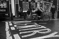 Crossing paths (RoyBatty83) Tags: pentax pentaxk5 pentaxiani pentaxda1855wr pentaxda1855alwr pentaxkitlenses k5 kitlenses 1855 da1855wr dublin dublino ireland irlanda travel travelphoto travelineurope street streetoddities streetart streetview
