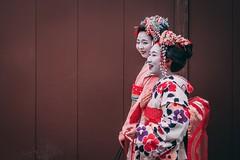 Maiko / Geisha in Kyoto (polychromatisch) Tags: japan sony alpha 7r3 7riii alpha7riii 35 35mm 28 f28 sel35f28z kyoto gion geisha maiko traditional japanese