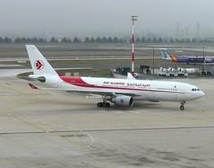 Air Algerie                                          Airbus A330                              7T-VJY (Flame1958) Tags: airalgerie airalgeriea330 airbus a330 330 cdg parischarlesdegaulle degaulleairport 261016 1016 2016 algeria airbusa330 7tvjy 4885