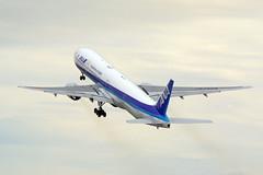Boeing 777-381, JA752A, All Nippon Airways (tkosada.mac) Tags: allnipponairways staralliance boeing b773 tokyointernationalairport hanedaairport hnd rjtt