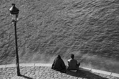 les déambulations photographiques d'un promeneur solitaire  Iles St Louis-9441 (letexierpatrick) Tags: noiretblanc noirblanc noir blanc blackandwhite bw black white monochrome paris seine france europe extérieur explore eau duo nikond7000 nikon île îlesaintlouis