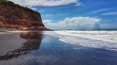 Rio Grande do Norte - Pipa (sileneandrade10) Tags: sileneandrade praiadapipa baíadosgolfinhos céu mar falésia paisagem espelho reflexo samsungsmg930f samsung praia areia areianegra onda