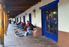 Native jewellery (Solista*) Tags: newmexico native jawellery biżuteria nowymeksyk usa southwest albuquerque travel journey podróż old town miasto oldtown city plaza plac sprzedawca seller peoples trade handel market targ