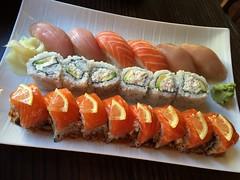#DateNight #Sushi (Σταύρος) Tags: datenight iphone6 partysushi sushiroll sushi qualitytime lunch dinner japanesefood japanese sashimi japaneserestaurant gourmetghetto berkeley kalifornien californië kalifornia καλιφόρνια カリフォルニア州 캘리포니아 주 cali californie california northerncalifornia カリフォルニア 加州 калифорния แคลิฟอร์เนีย norcal كاليفورنيا