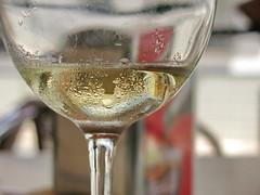 Mientras disfruto de un momento de relax (Micheo) Tags: spain españa unmomentoderelax bar bares andalucia vaso copa vino glass wine cheers