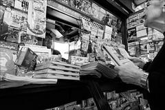 Torino 0570 (malko59) Tags: torino turin streetphotography street urban edicola giornale giornali newspaper biancoenero blackandwhite fujifilmxseries fujifilmxt1 fujifilmx fujifilm