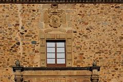 Caceres, Patrimoine de l'Humanité (hans pohl) Tags: espagne estrémadure caceres architecture sigles façades murs walls fenêtres windows