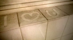 Dirty Love (noluck) Tags: handycam cellphonecamera lomography schmutzig dirty fliesen tiles vignettierung vignetting urban experimental experimentell verrauscht noisy