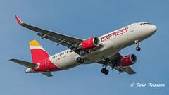 EC-LUS  Airbus A320-216 - Iberia Express (Peter Beljaards) Tags: msn5501 cfm565 eclus airbusa320 iberiaexpress aircraft jetliner passengerjet airplane ams eham landing final inbound airbusa320216 a320 haarlemmermeer nikon7003000mmf4556 netherlands