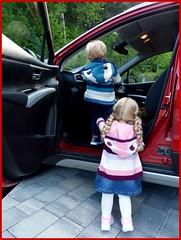 Genug vom Putzen ? / Enough from cleaning ? (ursula.valtiner) Tags: puppe doll luis bärbel künstlerpuppe masterpiecedoll auto car