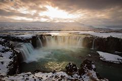 Iceland Góðafoss (眾神瀑布) (archkoven13) Tags: 微光 耶穌光 霞光 風景 冰島 f28 2470 canon 6d2 光線 瀑布 waterfall 雪