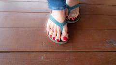 Sand, Sea, Red (IPMT) Tags: toenail sexy toes polish foot feet sandals thong pedicure pedi barefoot barefeet zoya descalza pies painted toenails rekha rojo red vermelho chancletas sandalias jeans bluejeans