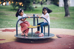 Sisters (Yannick Charifou Photography ©) Tags: nikon d850 afs85mm14g round rond tourner turn enfant child childhood enfance dof depthoffield rire sourire laught lol love emotion nikkor charifou yannickcharifouphotography natural light bokeh