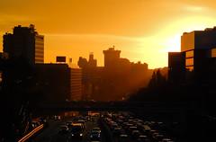 Sunset in the City. (Lea Ruiz Donoso) Tags: road a2 ciudad puesta de sol cityscape edificios sunlight horizonte sunset atardecer ocaso sky cielo urban traffic