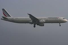 F-GTAH / Airbus A321-212 / 1133 / Air France (A.J. Carroll (Thanks for 1 million views!)) Tags: fgtah airbus a321212 a321200 a321 321 1133 cfm565b1p airfrance skyteam hmae 394c07 london heathrow lhr egll 09l