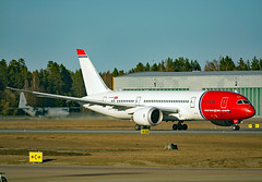 LN-LNF (Skidmarks_1) Tags: lnlnf norwegianlonghaul boeing787 engm norway osl oslogardermoenairport aviation aircraft airport airliners