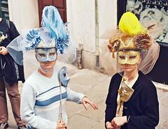 00 197 - Italie, Venise, masques (Jean-Pierre Ossorio) Tags: italie venise masque scènederue