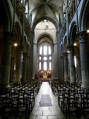 Église Notre-Dame de Dijon (sander_sloots) Tags: église notredame de dijon france church kerk interior interieur light licht gothic architecture gotisch architectuur lumix panasonic dctz90 chairs stoelen catholic katholiek