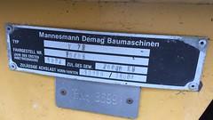 1996 Typenschild Mobilkran V73 von DEMAG Am Großen Wannsee 24 in 14109 Berlin-Wannsee (Bergfels) Tags: technischesdenkmal bergfels berlin youngtimer maschine grosemaschine kran mobilkran fahrzeug autokran adk 1992 1990er 1980er 20jh brd v73 demag leistung ps kw radformel 4x2x2 4x2 masse geschwindigkeit steigfähigkeit produktionszeitraum 19861996 amgrosenwannsee 14109 wannsee beschriftet typenschild mannesmann mannesmanndemag