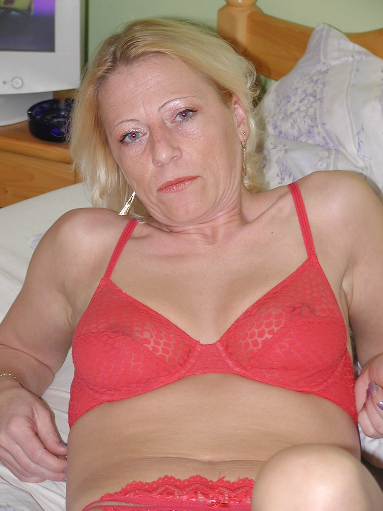 amateur mature wife lesbian
