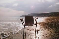 Yashica fx3 super 2000 (lucianoserra490) Tags: spiaggia sedia yashicafx3super2000 maredinverno controluce analogica film pellicola