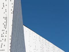 BBN2 (hdenis35) Tags: blanc blau ciel nuages urbain minimalisme bretagne blue white sky clouds urban brittany