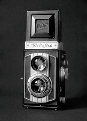 Weltaflex (Mattia Camellini) Tags: analog pellicola 35mm canoneos500n ilfordpanfplus vintagecamera twinlens biottica cameraporn weltaflex 6x6cm biancoenero gear macchinafotografica canoncanoscan9000fmarkii stilllife canonef135mmf2lusm ilfosol3 tlr