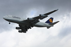 Lufthansa D-ABVT Boeing 747-430 arrival at Vancouver YVR from Frankfurt FRA Germany (Cupertino 707) Tags: lufthansa dabvt boeing 747400 arrival vancouver yvr from frankfurt fra germany 747430 first flight date 14041997 28041997