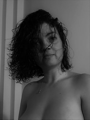 IMG_3569 (2) (kriD1973) Tags: europa europe italia italy italien italie lombardia lombardei lombardie milano milan mailand brera beautiful beauty bella belle bellezza carina charmante charming chica cute donna femme fille frau girl goodlooking gorgeous guapa gutaussehend hübsch jolie lady leute mädchen mignonne mujer people persone personnes ragazza schön schönheit tunesierin tunisian tunisienne tunisina woman brunette monochrome black white topless