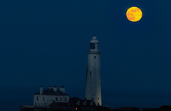 Good Friday Supermoon (ianpaterson1) Tags: supermoon good friday whitley bay st marys lighthouse