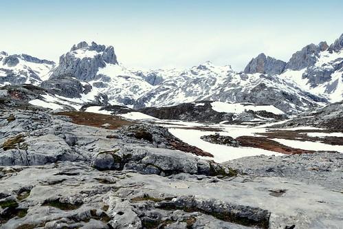 Espagne A Fuente De Les Pics De L Europe Ici A 2000m Sous La Neige A Photo On Flickriver