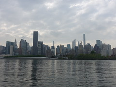 201905063 New York City Midtown and Queens (taigatrommelchen) Tags: 20190518 usa ny newyork newyorkcity nyc manhattan queens midtown river eastriver island clouds icon city building skyline explore