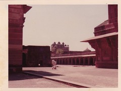 FATEHPUR SIKRI (6) - taken March 1977 (Peculiar Hand) Tags: india fatehpursikri richendabridge terrymcginn overlandbackpackingtrip abandonedcity swofagra 16thcentury 1977 emperorakbar salimchishti sufi thehippietrail