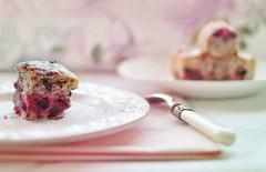 Gâteau aux fruits rouges (Chocolatine photos) Tags: gâteau fruits rouges stilllife àtable photo photographesamateursdumonde pdc pastel rose table nikon flickr makemesmile maison