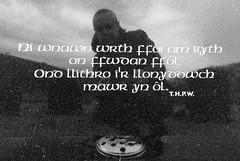 Yn y fynwent (Rhisiart Hincks) Tags: gallois cuimris breatnais welsh kembraeg cymraeg filíocht poetry barzhoniezh barddoniaeth ceredigion strataflorida ystradfflur uaigh bez grave bedd selfie emboltred féinphic hunlun reilig cill cladh carregfedd gravestone beddfaen hilarri maenbez bered mynwent hilerri graveyard hilobi могила кладбище leacuaighe grabstein pierretombale scáil reflexión adlewyrchiad islada adsked reflection faileas geiriau hitzak words mots gerioù focail faclan blancinegre duagwyn gwennhadu dubhagusgeal dubhagusbán blackandwhite bw zuribeltz blancetnoir blackwhite monochrome unlliw blancoynegro zwartwit sortoghvid μαύροκαιάσπρο feketeésfehér juodairbalta marmor marble