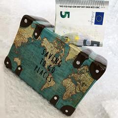 to make dreams come true (Rosmarie Voegtli) Tags: wedding gift odc ourdailychallenge koffer sparbüchse sparen moneybox travel flitterwochen honeymoon iphone suitcase square