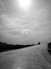 Waiting to take off 105/365 2019 (Simply Lewis) Tags: huaweip10plus mobile project365 project3652019 365the2019edition 3652019 day105365 15apr19 boeing787 heathrow airport mono monochrome london england uk