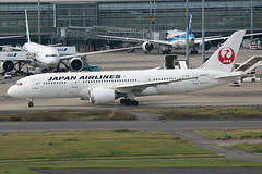 JA842J B787-8 Dreamliner Japan Airlines (JaffaPix +5 million views-thanks...) Tags: ja842j b7878 dreamliner japanairlines jal jaffapix davejefferys tokyoairport japan aircraft airplane aeroplane aviation flying flight runway airline airliner hnd haneda tokyohaneda hanedaairport rjtt planespotting