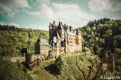 Eltz Castle (Lцdо\/іс) Tags: eltz castle burg kastel kasteel rhénaniepalatinat rhénanie europe europa germany deutschland allemagne voyage explore outdoor architecture architektur medieval lцdоіс