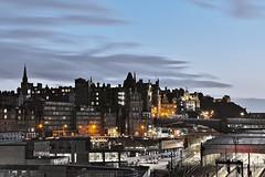 1I9A1666 C (PCJ600) Tags: edinburgh dusk europe uk scotland city oldtown sky cloud blue light 愛丁堡 歐洲 傍晚 黃昏 燈 雲彩 天空 spring 城市 舊城區