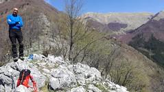 20/04/2019 - Monte Pizzuto, 1250 m, vista verso Forca d'Acero, PNALM (riky.prof) Tags: rikyprof escursionismo trekking hiking senderismo wanderung wanderungen walking montagna montagne mountain mountains mountaineering montaña montañas berg italia italy italien outdoor all'aperto sport hike hikes hiker hiked mountaineer mountaineers pnalm parconazionaledabruzzolazioemolise parconazionaleabruzzo parcoabruzzo abruzzo lazio sandonatovaldicomino sandonatovalcomino sandonatovc rocciadeitedeschi montepizzuto