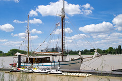 L'Arawak à quai au port de Lormont (Cyril Ribault) Tags: tamronaf18200mmf3563xrdiiildasphericalif tamron lormont arawak garonne gironde aquitaine fleuve bateau voilier pentax kr