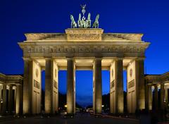 Berlin - Brandenburger Tor (cnmark) Tags: germany deutschland berlin brandenburger tor gate pariserplatz city architecture architektur light blue hour blaue stunde night nacht nachtaufnahme noche nuit notte noite ©allrightsreserved