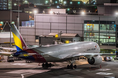 asiana flight oz 212 from incheon at arrival gate (pbo31) Tags: bayarea california nikon d810 color night dark april 2019 boury pbo31 reflection sanfranciscointernational sfo sanbruno sanmateocounty airport aviation airline plane terminal travel mist rain fog asiana airbus a350 gate